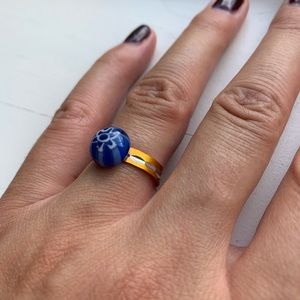 Vintage Jewelry - Vintage blue flower bead & gold/silver band ring